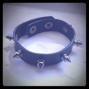 Spikes Punk Rock bracelet 🤘